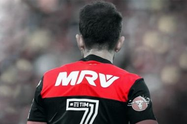 MRV na camiseta do Flamengo