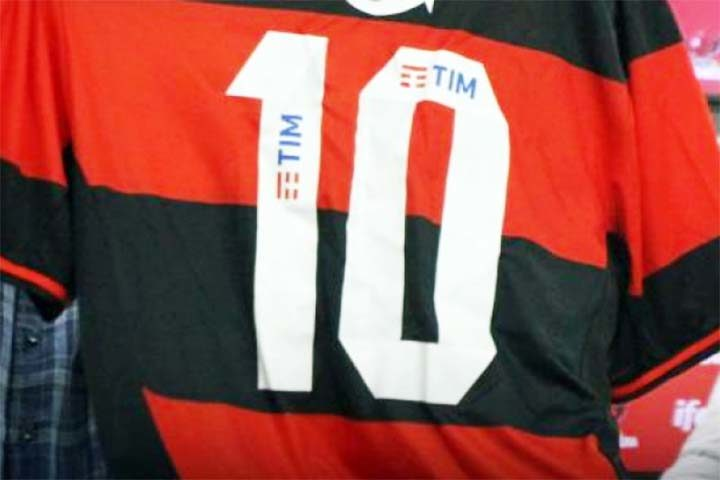 TIM na camiseta do Flamengo